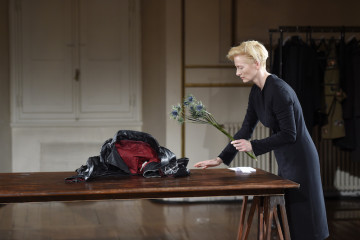 Cloakroom-a-performance-by-Olivier-Saillard-and-Tilda-Swinton-040